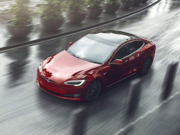 Mengerikan, Atap Mobil Tesla Copot Lagi Saat di Jalan