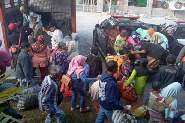Ratusan Pengungsi Merapi di Magelang Masih Bertahan di Barak Pengungsian