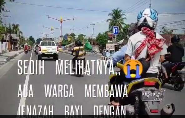 Palangkaraya Gempar! Warga Naik Sepeda Motor Sambil Gendong Mayat Bayi