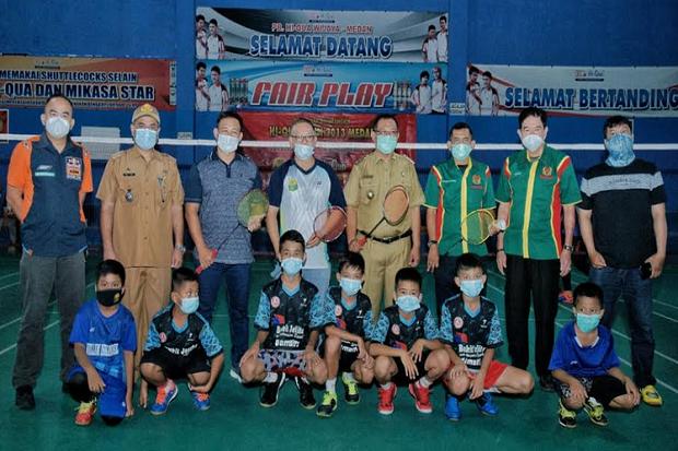 Akhyar Harap Turnamen Hiqua Wijaya Open Lahirkan Pebulutangkis Muda Handal