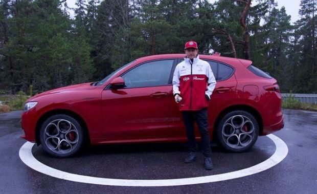 Kado Natal, Alfa Romeo Hadiahkan Mobil ke Kimi Raikkonen