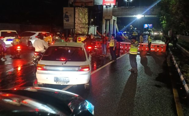 Jam Malam Diberlakukan, Ratusan Kendaraan Terjebak Macet di Batas Kota Sidoarjo