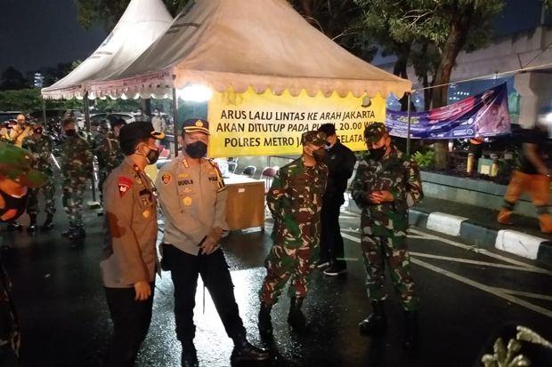 Hendak Masuk ke Jakarta, Belasan Kendaraan Dipaksa Putar Balik di Perbatasan Tangsel