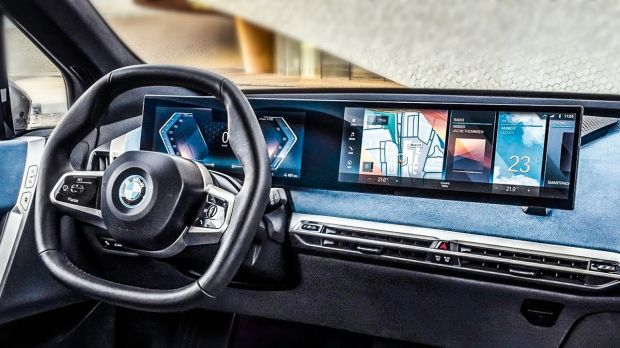 Tak Mau Kalah dari Mercedes, BMW Luncurkan Layar Raksasa