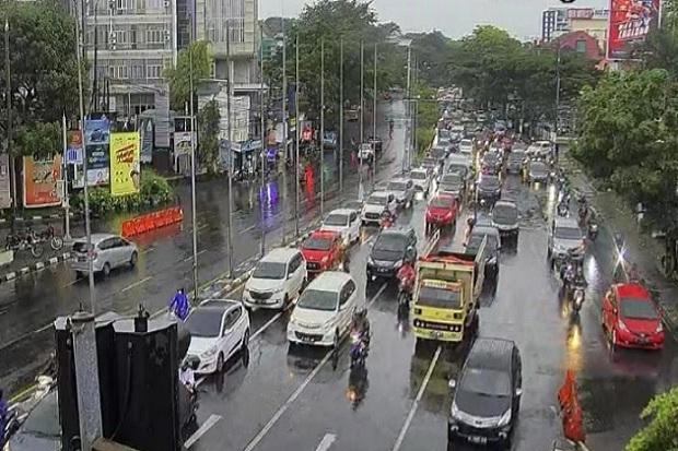 Hari Kedua PPKM di Bandung, Jalanan Tetap Macet