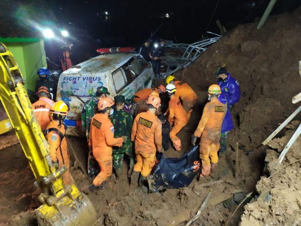 24 Orang Masih Tertimbun Longsor Sumedang, SAR Kerahkan 150 Personel Percepat Pencarian