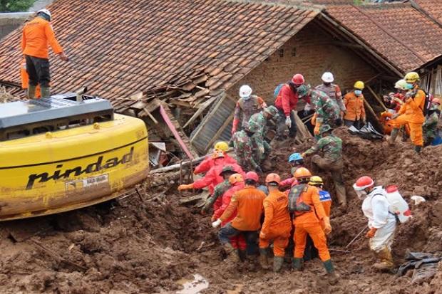 Bencana Longsor Sumedang, Tim SAR Evakuasi 19 Korban Tewas, 21 Orang Belum Ditemukan