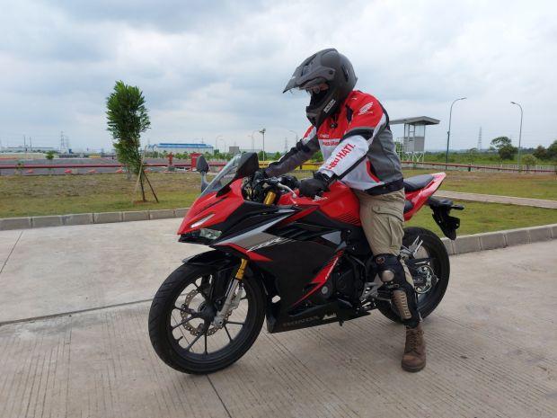Merasakan Kelincahan Honda CBR150R 2021