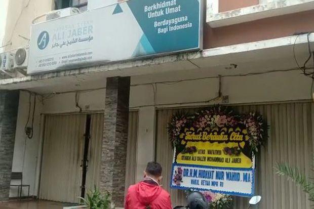Suasana Yayasan Syekh Ali Jaber, Terdapat Karangan Bunga dari Hidayat Nur Wahid