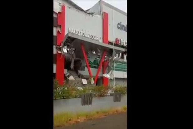Mal Matos Dan Perkantoran Di Mamuju Rusak Berat Akibat Gempa Majene 6 2 Sr