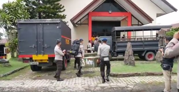 40 Personel Brimob Polda Sulsel Dikerahkan Bantu Evakuasi Korban Gempa Majene-Mamuju