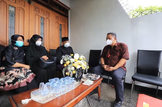 Ikut Salatkan Jenazah Copilot Sriwijaya Air, Plt Wali Kota: Fadly Kebanggaan Surabaya