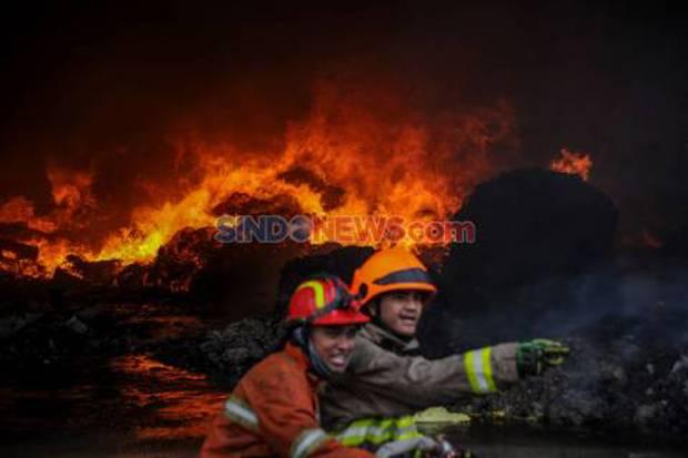 Kebakaran di Kebon Nanas Jakarta Timur, 4 Mobil Damkar Dikerahkan