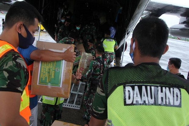 Evakuasi Korban Gempa Sulbar, TNI Siapkan Ambulans untuk Ibu Hamil