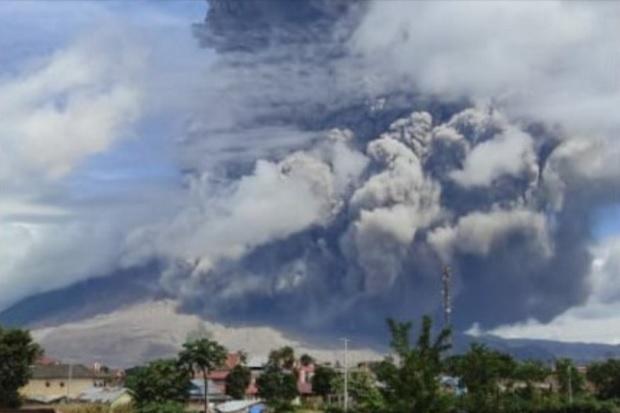 Gunung Sinabung Erupsi Semburkan Debu Vulkanik Setinggi 500 meter