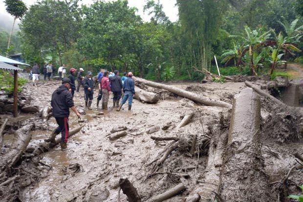 Banjir Bandang Terjang Puncak Bogor, Air Sungai Meluap hingga ke Kebun Teh