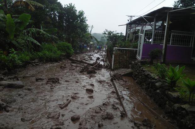 900 Jiwa Terdampak Banjir Bandang dan Longsor di Puncak Bogor