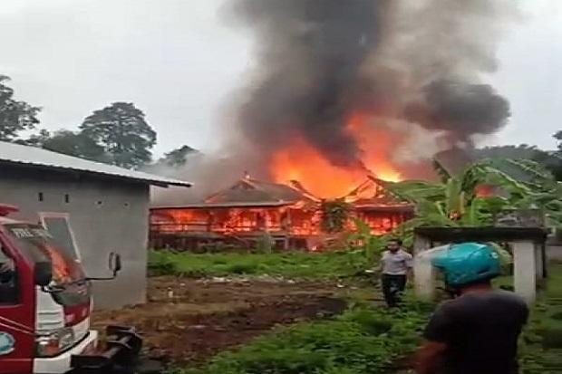 Kebakaran Hebat Gemparkan Soppeng, 3 Rumah Rata dengan Tanah