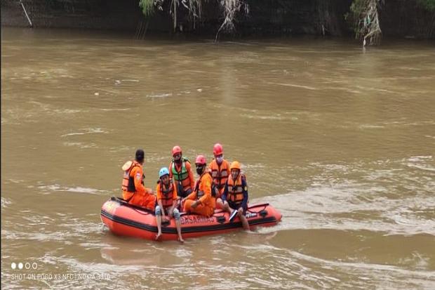 Ogah Diobati, Warga Sragen Malah Nekat Ceburkan Diri di Sungai Bengawan Solo