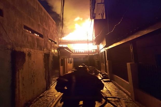 Bandung Gempar, Kebakaran Hebat Luluhlantakkan Lima Rumah Warga
