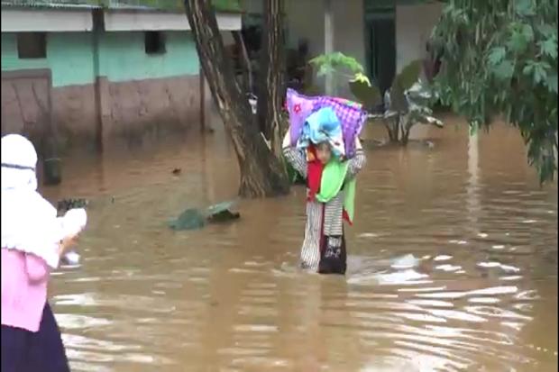 Hujan Lebat Mengguyur Sumenep, Pondok Pesantren Putri Mathlabul Ulum Terendam Banjir