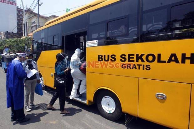 Covid-19 Menggila, Begini Sibuknya Bus Sekolah di Jakarta Evakuasi Pasien