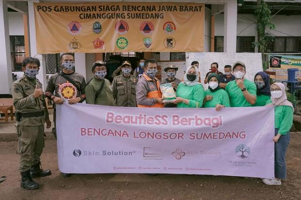 Skin Solution Foundation Salurkan Bantuan bagi Warga Terdampak Longsor Sumedang
