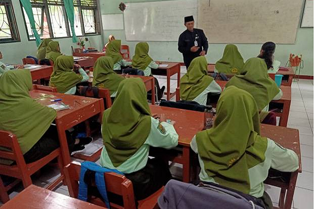 Suruh Non Muslim Pakai Hijab, Kepala SMKN2 Padang Minta Maaf