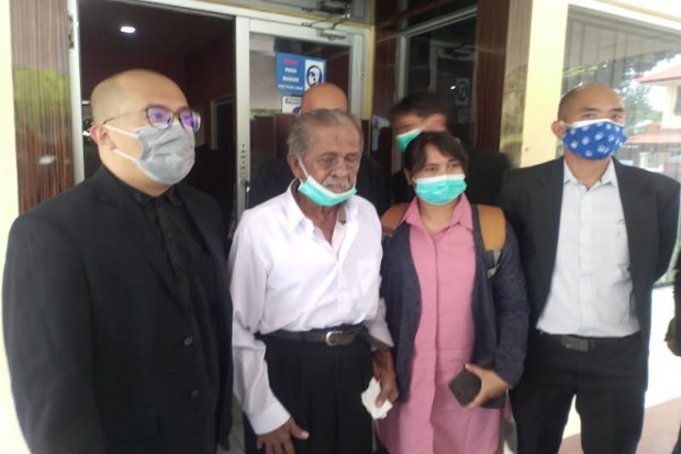 Nestapa Kakek Koswara, Digugat Anak Kandung Rp3 Miliar, Terusir dari Rumah Sendiri