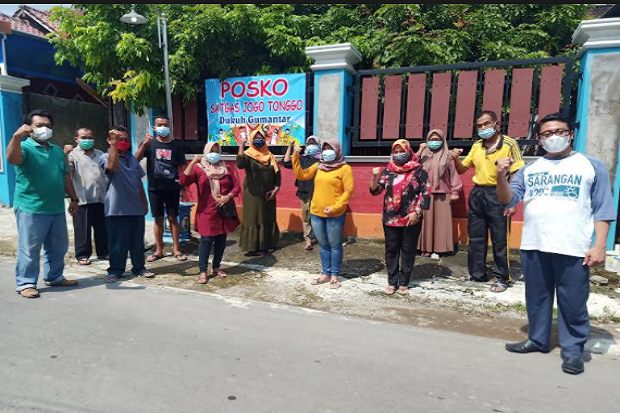 Satgas Jogo Tonggo Gumantar Bantu Modal untuk Korban PHK