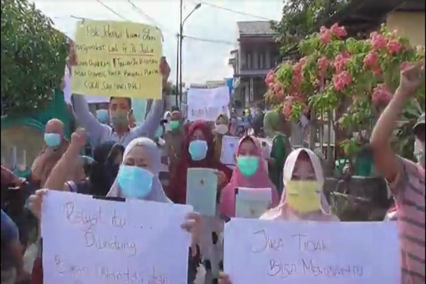 Rumah Bakal Diekskusi PN Medan, Puluhan Warga Gelar Aksi Jalan Kaki