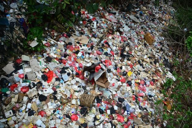 Pemkot Bekasi Butuh Satu Bulan Angkut Lautan Sampah Tol JORR