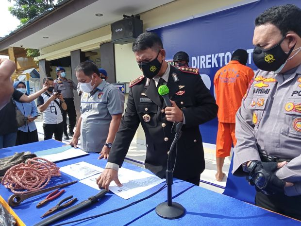 Bajak Kapal Negara Liberia di Perairan Riau, 2 Perompak Ditangkap 6 Buron
