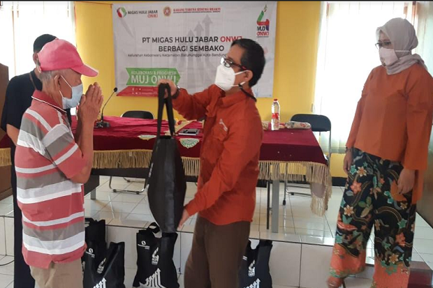 Jaga Ketahanan Pangan Warga, MUJ ONWJ Bagikan Ratusan Paket Sembako
