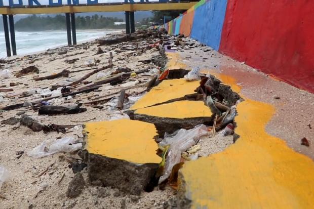 Baru Seumur Jagung, Proyek Talud Penahan Abrasi Senilai Hampir Rp2 Miliar Rusak Parah