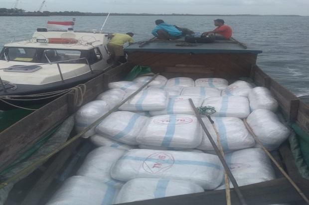 Bawa 50 Karung Pakaian Bekas Impor Tanpa Izin, Kapal Pompong Ditangkap Polisi Air