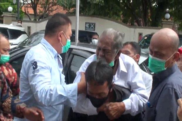 Miris! Ayah Renta yang Digugat Anak Kandungnya harus Digendong saat Mediasi di Pengadilan