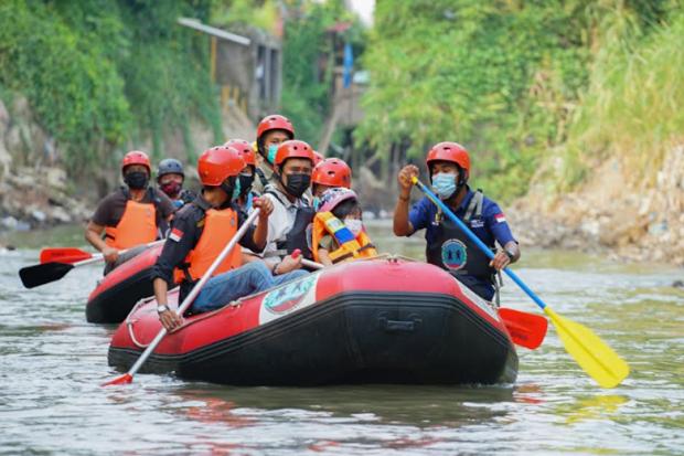 Susuri Sungai Bersama Putri, Bobby Nasution Kenalkan Sungai Deli Medan kepada Keluarga