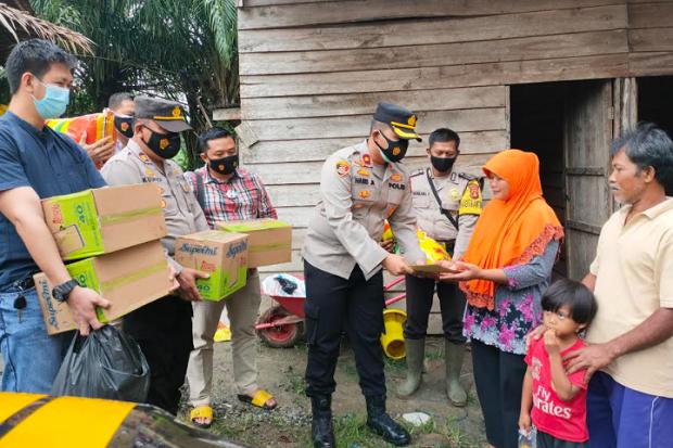 Terkejut, Keluarga Perantau yang Anaknya Meninggal Tenggelam Mendapat Bantuan dari Polisi