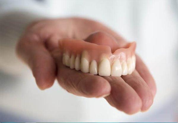Agar Tidak Ragu, Begini Hukum Memasang Gigi Palsu