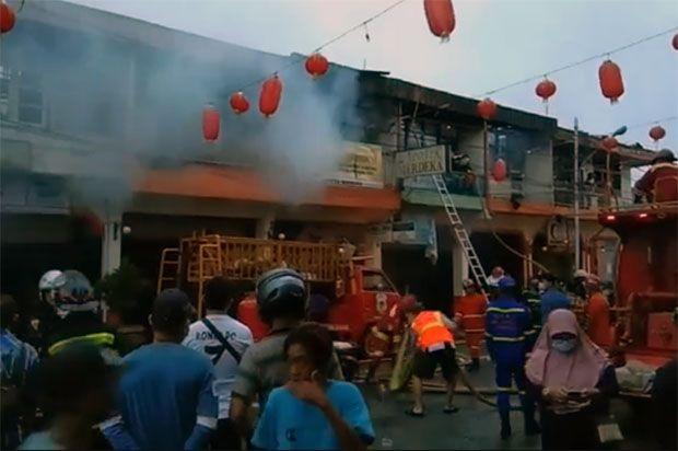 7 Ruko Jalan Diponegoro Singkawang Terbakar, 1 Warga Tewas