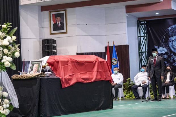 Sandiaga Uno Jadi Inspektur Pelepasan Jenazah Mantan Menparekraf Era Gus Dur dan Megawati