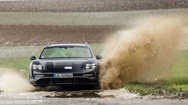 Porsche Taycan Cross Tourismo, Mobil Sport Listrik Buat Keluarga