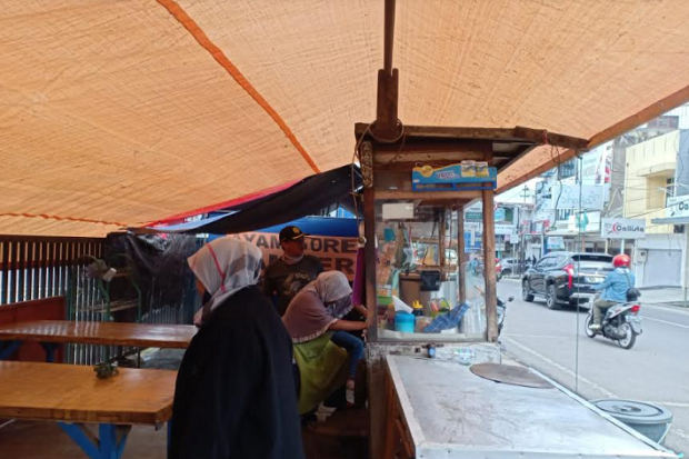 Selama PPKM Tenda Harus Bongkar Pasang, Pedagang Keluhkan Pendeknya Waktu Berjualan