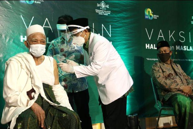 98 Kiai dan Tokoh NU Jawa Timur Disuntik Vaksin COVID-19