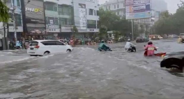 Hujan Beberapa Jam, Kota Semarang Tergenang Banjir