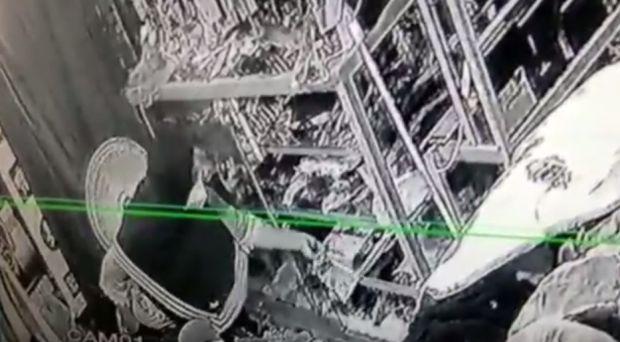 2 Mama Muda Curi Baju di Toko Tak Sadar Terekam CCTV
