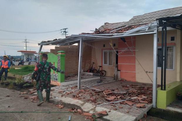 Puting Beliung Landa Karawang, Ruko dan Rumah Rusak Berat