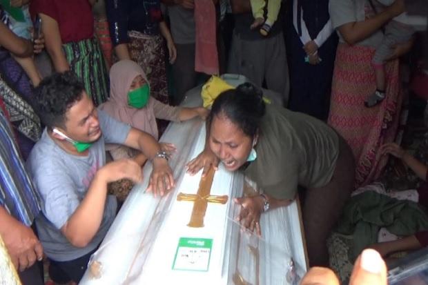 Isak Tangis Keluarga Pecah saat Kedatangan Pratu Martinus Sinurat, Korban Penembakan Brutal