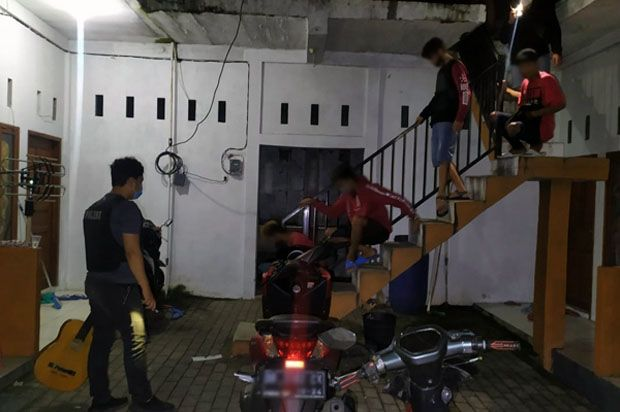 Pesta Miras di Kamar Kos, 4 Pemuda Berisik Diangkut Polres Bitung